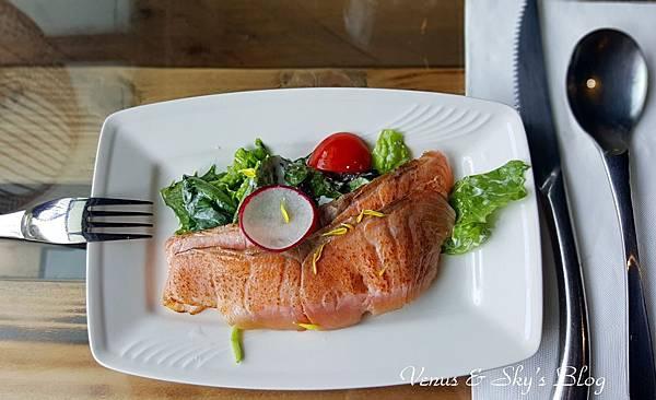 炙燒鮭魚鯡魚子沙拉_mh1503060786289.jpg