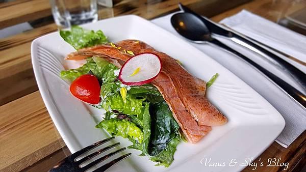 炙燒鮭魚鯡魚子沙拉 (2)_mh1503060795761.jpg