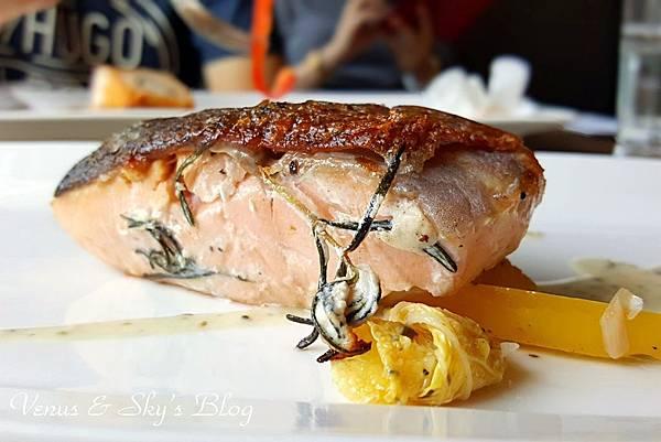 嫩煎鮭魚佐提魚奶油醬 (3)_mh1503060891795.jpg