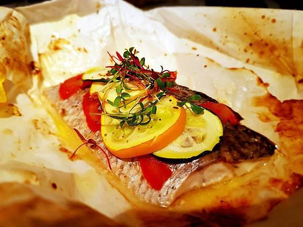 白酒蔬菜紙包鮮魚 (2)_mh1536652319290.jpg