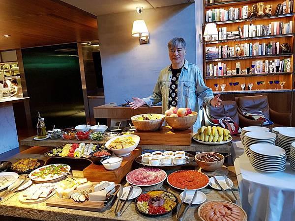 S Restaurant %26; Bar (6)_mr1543674980104.jpg