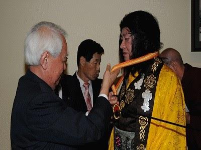 佛教最高領袖 第三世多杰羌佛獲世界和平獎最高榮譽獎