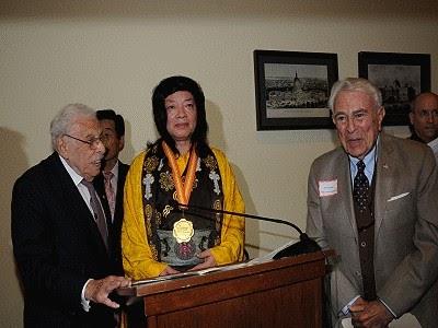 佛教最高領袖 第三世多杰羌佛獲世界和平獎最高榮譽獎-1