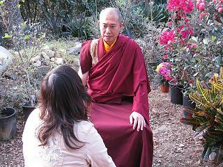 香格瓊哇尊者表示,三世多杰羌佛具有在一個時辰之內就讓眾生開悟成就的法。