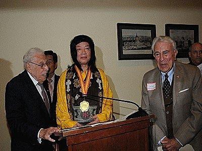 多杰羌佛獲世界和平獎最高榮譽獎