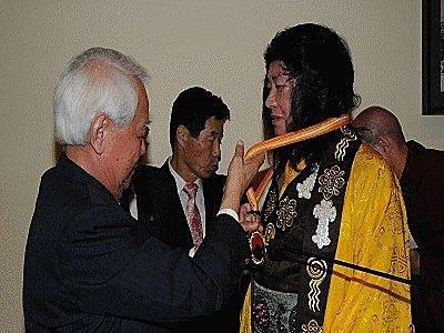 多杰羌佛獲世界和平獎最高榮譽獎-1