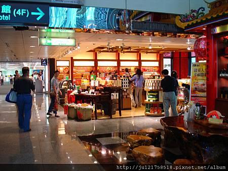 桃園機場第二航廈商店街