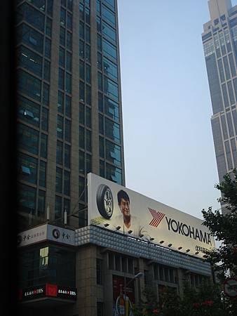 古天樂廣告的看版