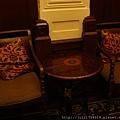 老上海餐廳廂房裡的小茶几和椅子