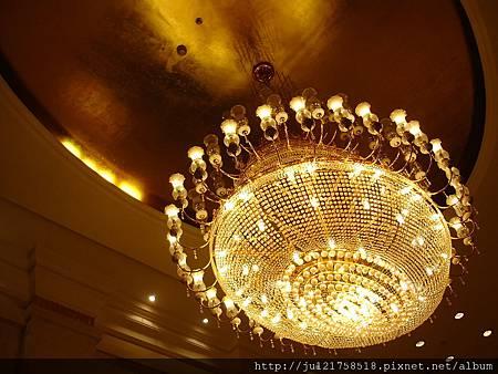 上海的飯店大廳水晶燈