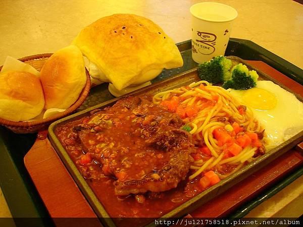 微風廣場美食街平價牛排+拉麵