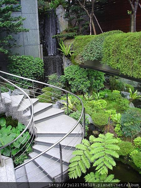 城市中的瀑布-日本交流協會庭園造景