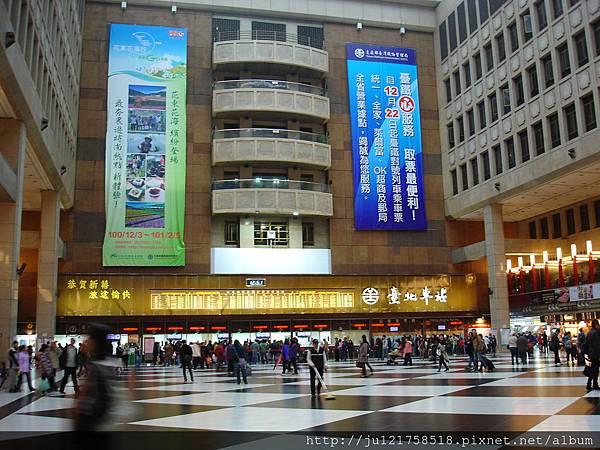 火車站微風美食街