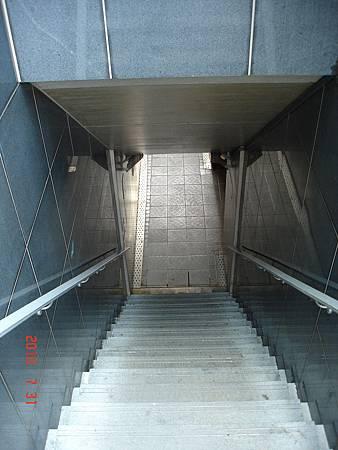 從八德路台視入口走下去