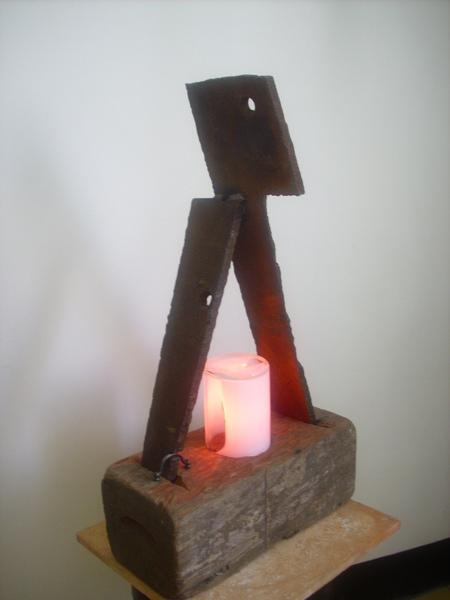 倪心安 裝置藝術 燈飾 (混合媒材)/家/68cmx40cmx17cm