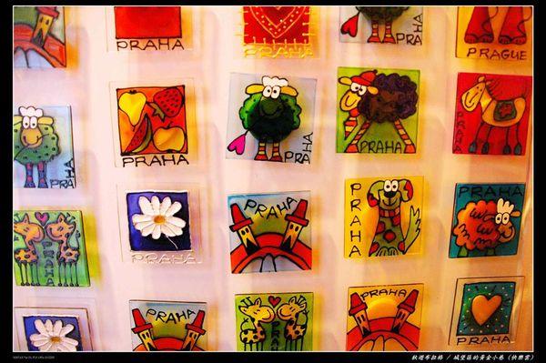 黃金小巷販售可愛的藝品.JPG