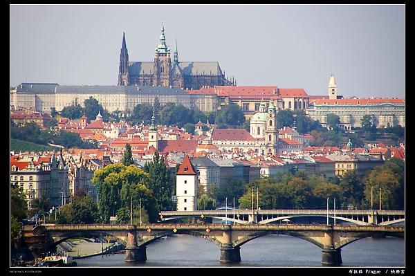 居高眺望布拉格城堡區2.JPG