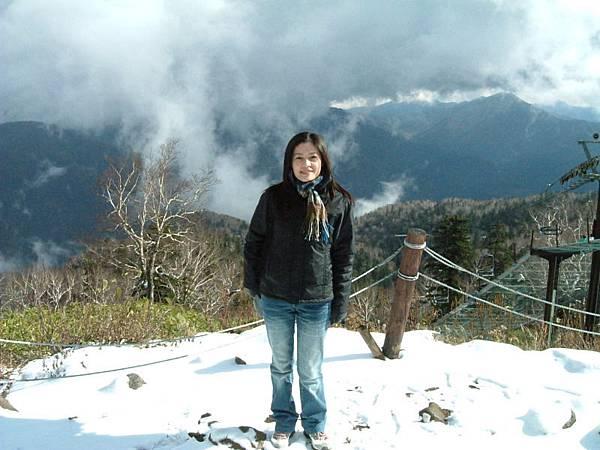 山上積雪囉!