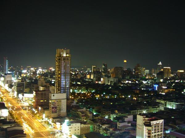 02大遠百頂樓夜景.JPG
