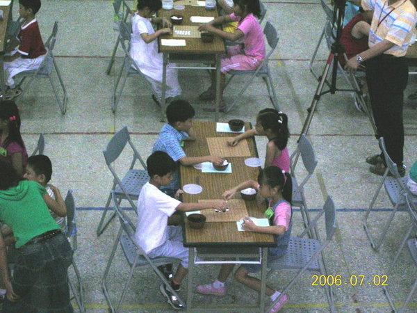 圍棋比賽-穿藍色上衣的是承祐