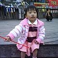 小辣椒賴在內灣火車站前