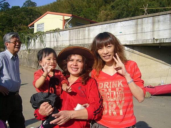 左後:姨公 小辣椒和姨婆三人合照
