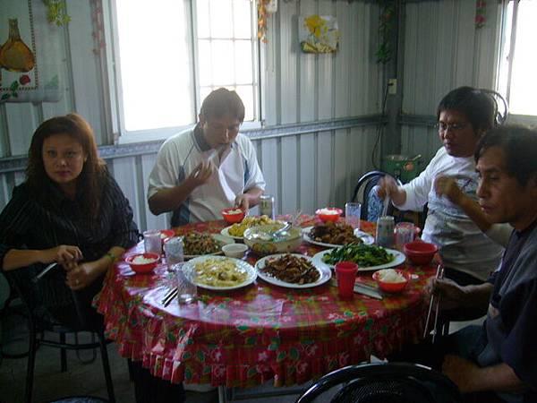花蓮的稀客在阿姨家用餐