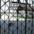 集中營門口