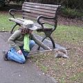 20070210 CabonTower 小朋友餵松鼠