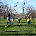 20070302 London 喜歡看一群小朋友踢球哩