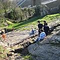 20070303 Bristol 小朋友在玩溜滑梯!!