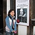 終於跟莎士比亞拍到照了