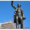 20070321 BristolCity 到city center必經的廣場上的雕像