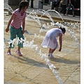 20070414往市中心廣場的噴水池