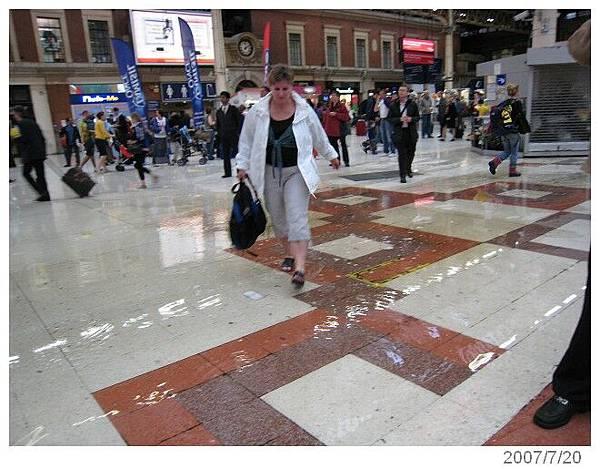 20070720-22London 積水的victoria車站
