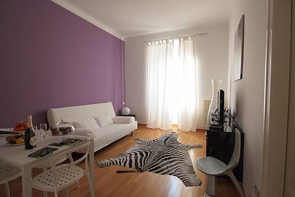 米蘭住三天的家 這個公寓也超時尚的 我喜歡!!