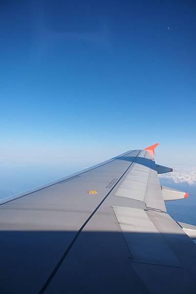 我們又坐在機翼旁邊啦