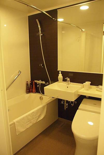 浴室不小ㄟ