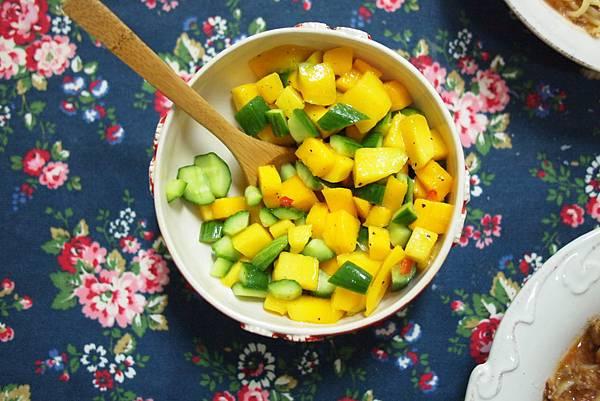 「吃飯」煎鴨胸肉佐芒果小黃瓜莎莎醬