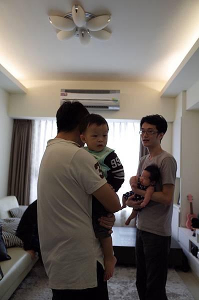 2m22d_同事聚餐_自己的小孩自己抱
