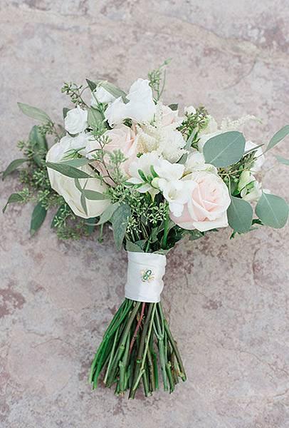 Best-Real-Wedding-Bouquets-Brooke-Ryan-Carolyn-Aspen.jpg