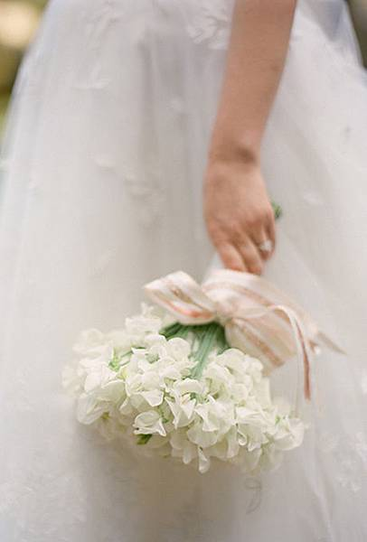 wedding-flower-meanings-sweet-pea.jpg