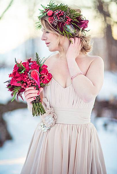 flower-crowns-floral-crowns-wedding-hairstyle-ideas-red-and-green-winter-flower-crown.jpg