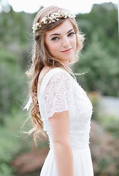 flower-crowns-floral-crowns-wedding-hairstyle-ideas-rustic-white-flower-crown.jpg