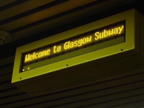 地下鐵的歡迎字樣