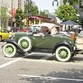 哇~~古董車喔