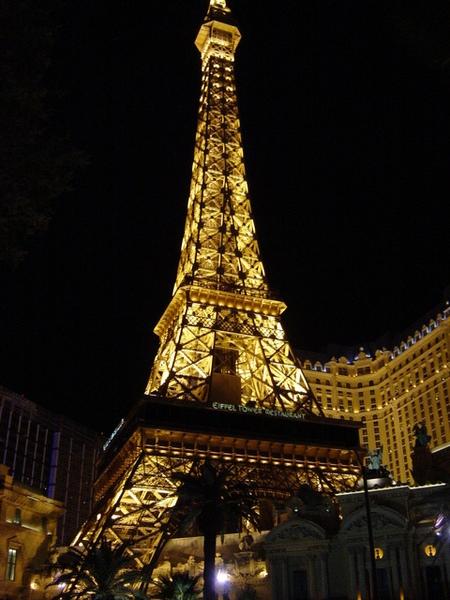 假的巴黎鐵塔