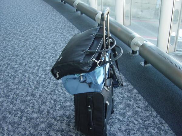 層層又疊疊的行李