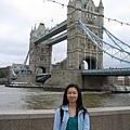 在鐵橋畔拍照是少不了的行為