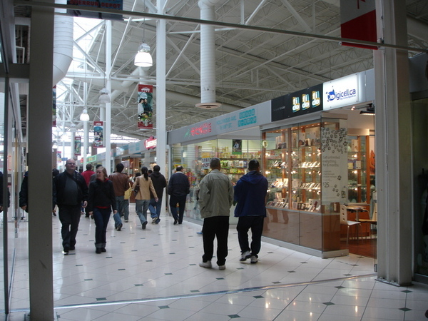 人潮洶湧的華人商場